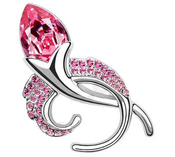 Brosa Sweet rose cu elemente Swarovski si placata cu aur 18K garantie 6 luni