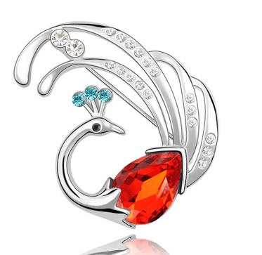 Brosa Swan red cu elemente Swarovski si placata cu aur 18K garantie 6 luni